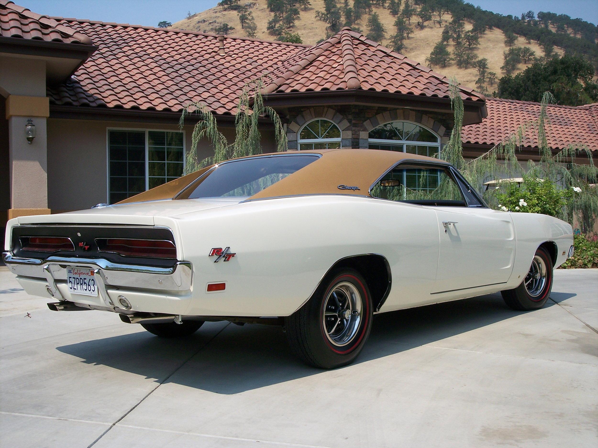 Charger-1969-white-tan .jpg