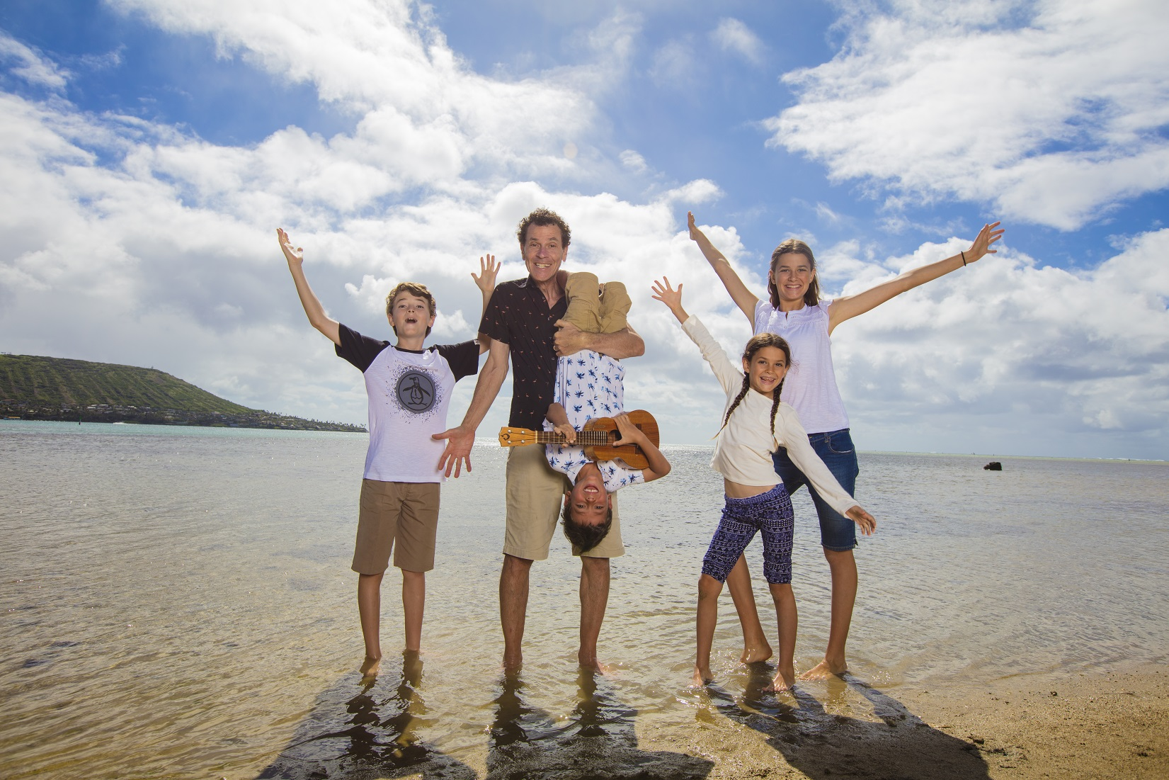 hawaii fun affordable family beach portrait