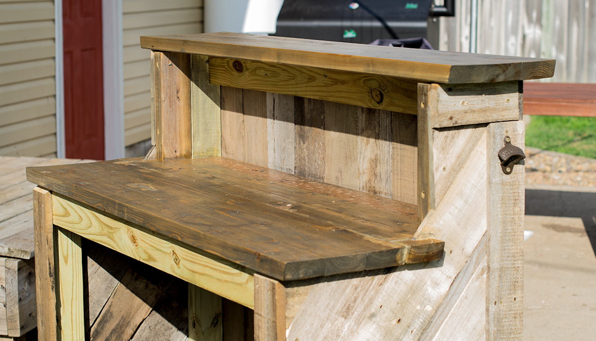 Finished reclaimed wood pallet bar is finished with beautiful details that will last for many parties to come.