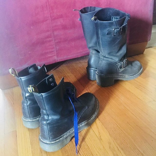 There were angels working in my house today doing healing work, blessing my home, Sharing my space. This angels wore these boots and I love this image so much. This strength and bad-assness shed at my door as they headed in to do their magic. #angelsincombatboots #magichappeninghere #goddess #goddessrising #badass #healers #angels #alchemy #magic #divinefeminine ❤️❤️❤️