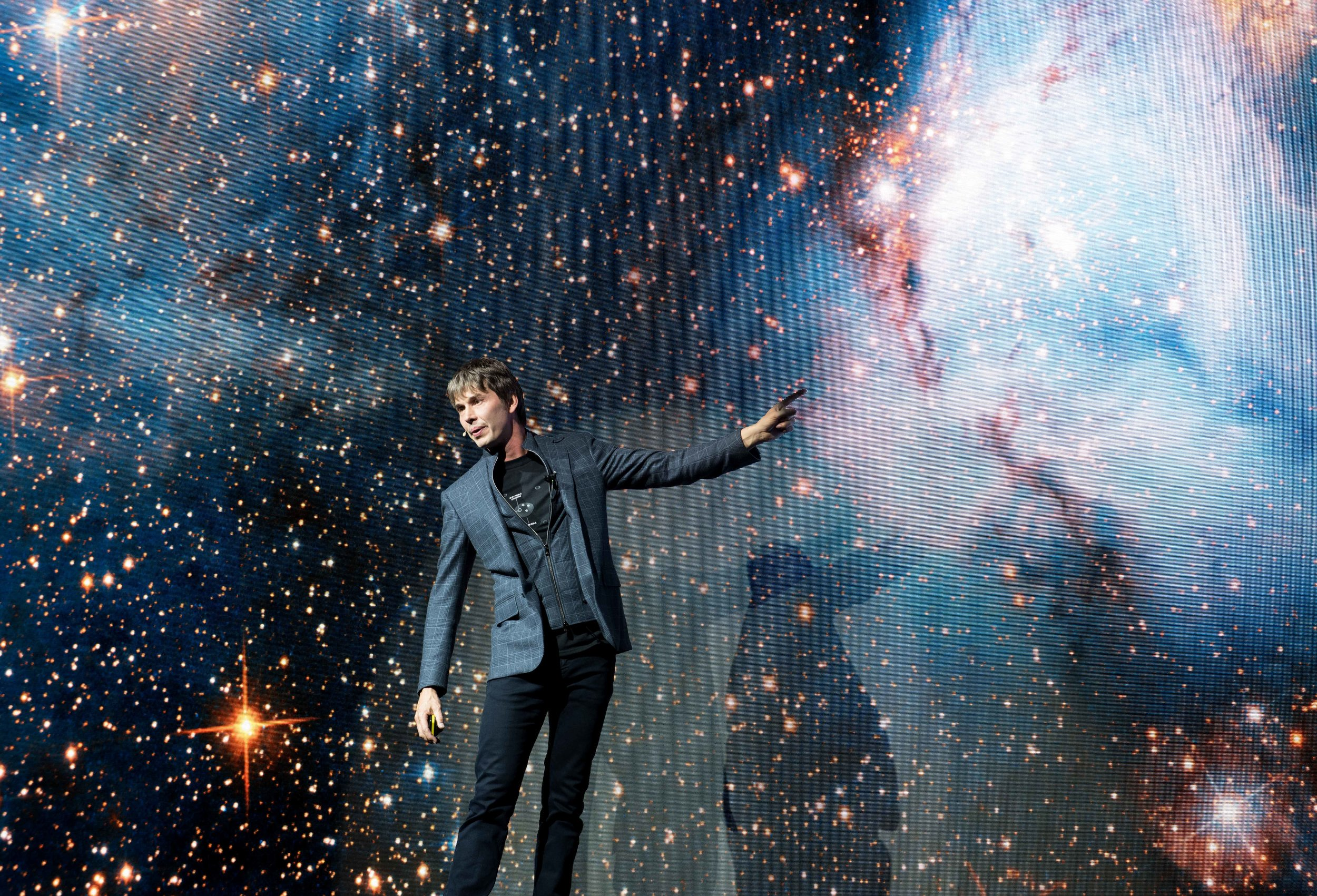 """""""I'd choose someone that I would like to talk to and then I'd dodge around the boxing arena and ask them things about their science instead of punching them. - – Prof. Brian Cox"""