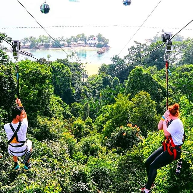 Flying into the new week like🦸 . #singapore #sentosaisland #zipline #vacation #jungle #megazip #lovehim #fly #couple