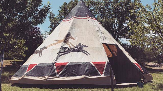 Els TIPIS ja estàn muntats! La teva nou HOME SWEET HOME t'espera aquest estiu! #campaments #tipis #larcada