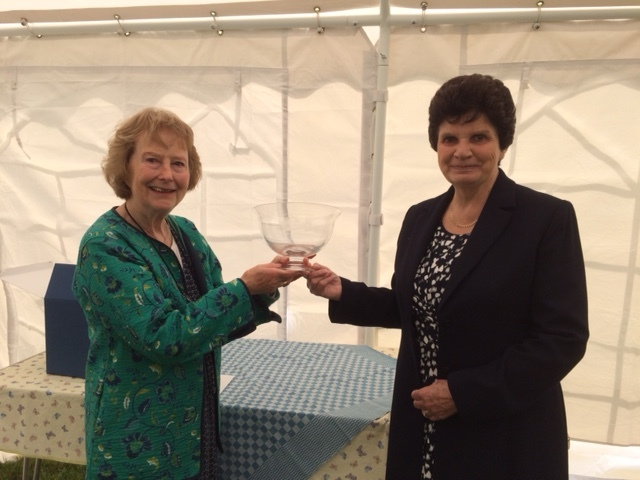 Pat Beard (right) presented the glass bowl with an image of St Paul's Broadwell to Serena Lancaster (left) on behalf of the villages of Broadwell and Donnington.