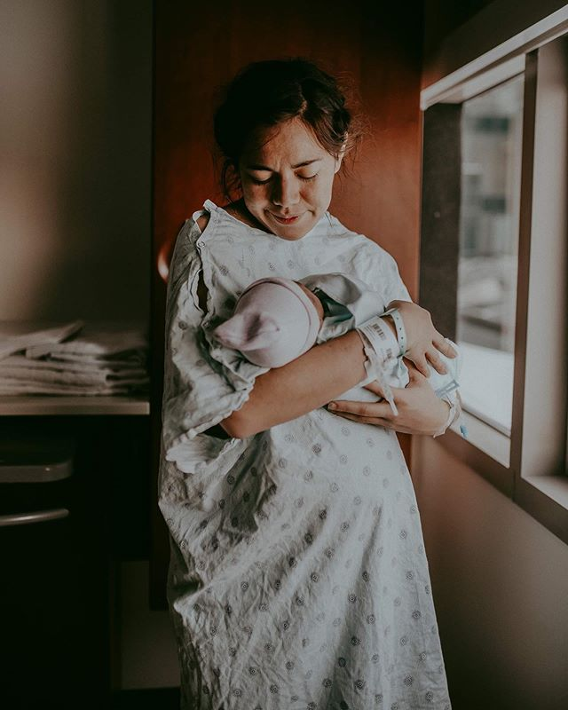I love you little one . . . . . #lasvegasfamilyphotographer #lasvegasnewbornphotographer #lasvegasphotographers #lasvegas #lasvegasmom #lasvegasmoms #lasvegasnewbornphotography #lookslikefilm #dearphotographer