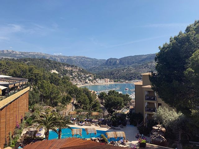 Yoga mit dieser Aussicht! Ein Traum 😍 Danke @bikinihotels ❤️#yogaretreat #Yoga #Spain #yogateacher #practice #instadaily #summer #retreaters #mallorca #portdesoller