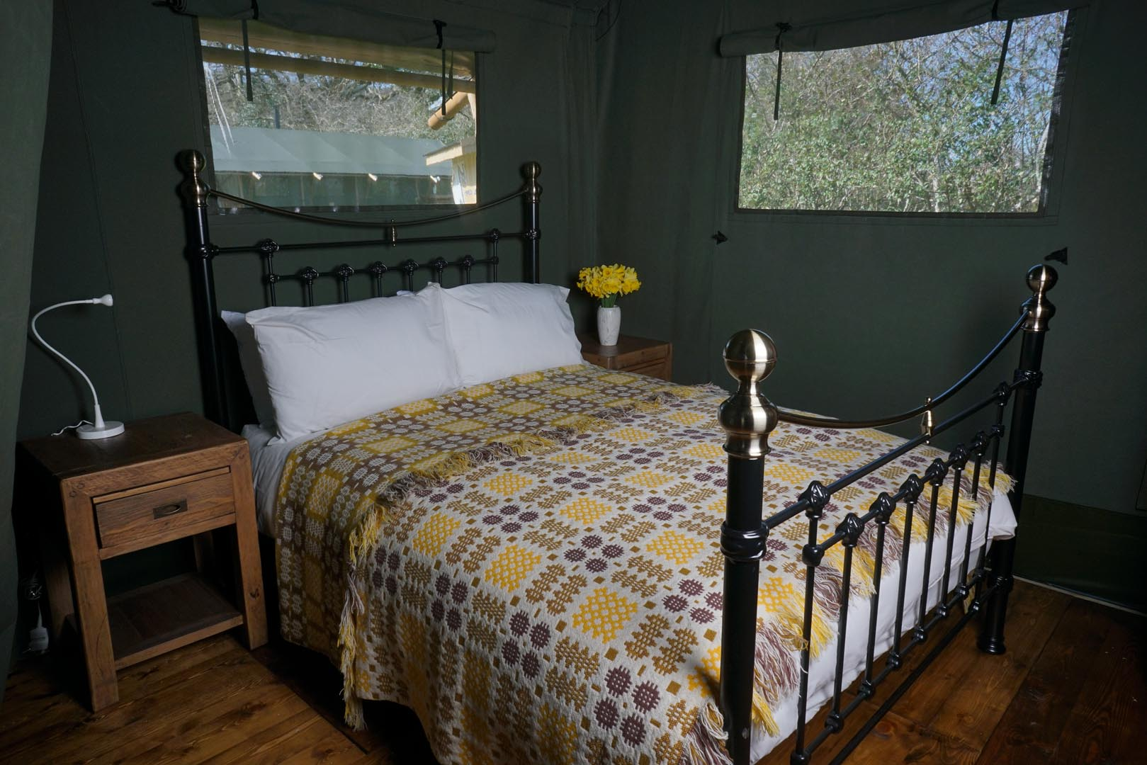 Romantic-double-bedroom-at-Gilestone-Luxury-Glamping,-Brecon.jpg