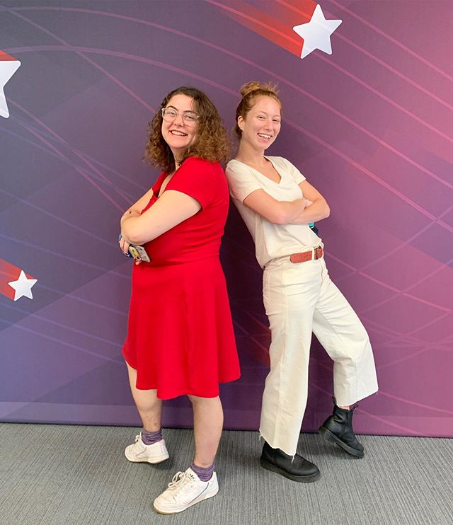 The fellows are back with #HelloFellow (and loving this backdrop from @businessinsider's GOP candidate debate)! Juliana and Caroline shared their favorite things to do in NYC. Check out the story in our bio! ⚡️🌟