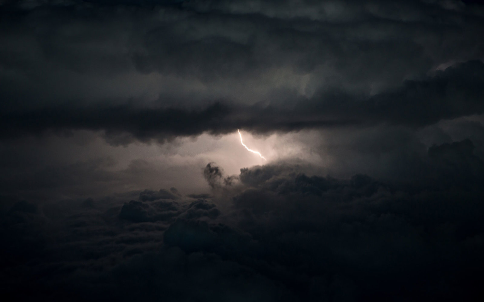 storm-lightning-PLANE0916.jpg
