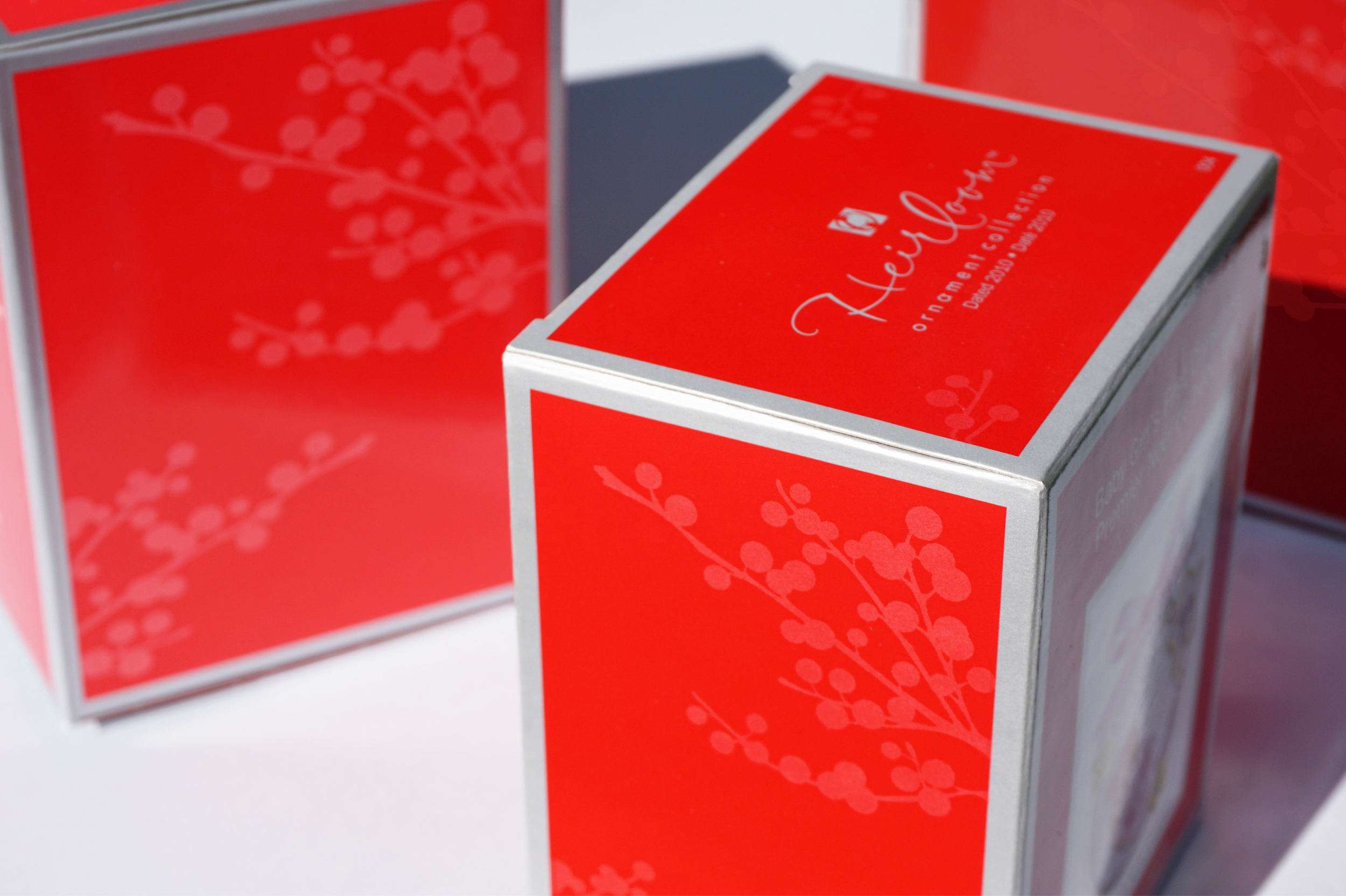 red_berries_ornament_box.jpg