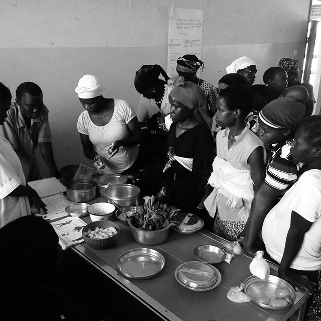 Women teaching women how to use local foods to have complete nutrition. Every month The Mango Project joins with the health care professionals and performs food demonstrations at the Yumbe District Hospital for parents who have children in the malnutrition ward or pediatric ward.  #feedthefutureuganda #malnutrition #foodforall #completenutrition #localfoods #nutritiondemonstration #womenteachingwomen #soallmayeat #yumbe #womensday #internationalwomensday