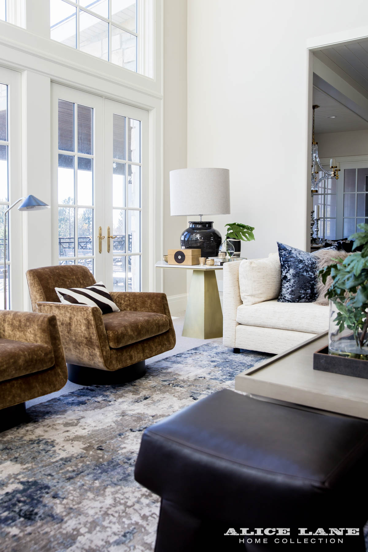 Ivory Lane Family Room | Alice Lane Interior Design | Photo by Lindsay Salazar