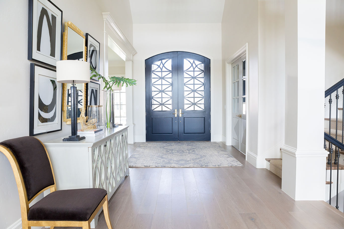 Ivory Lane Entry | Alice Lane Interior Design | Photo by Lindsay Salazar