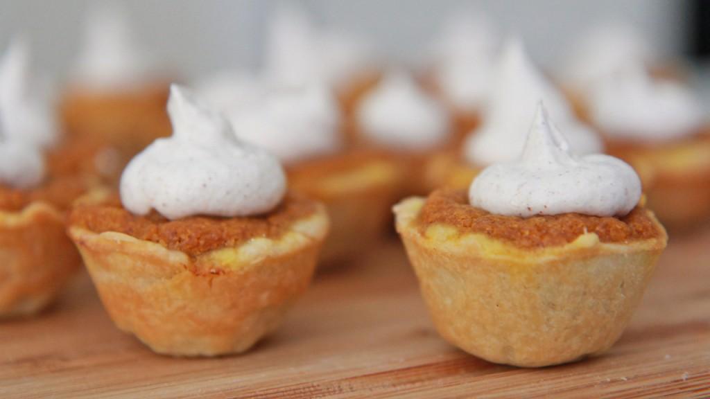 Mini Pumpkin Pie Bites.jpg