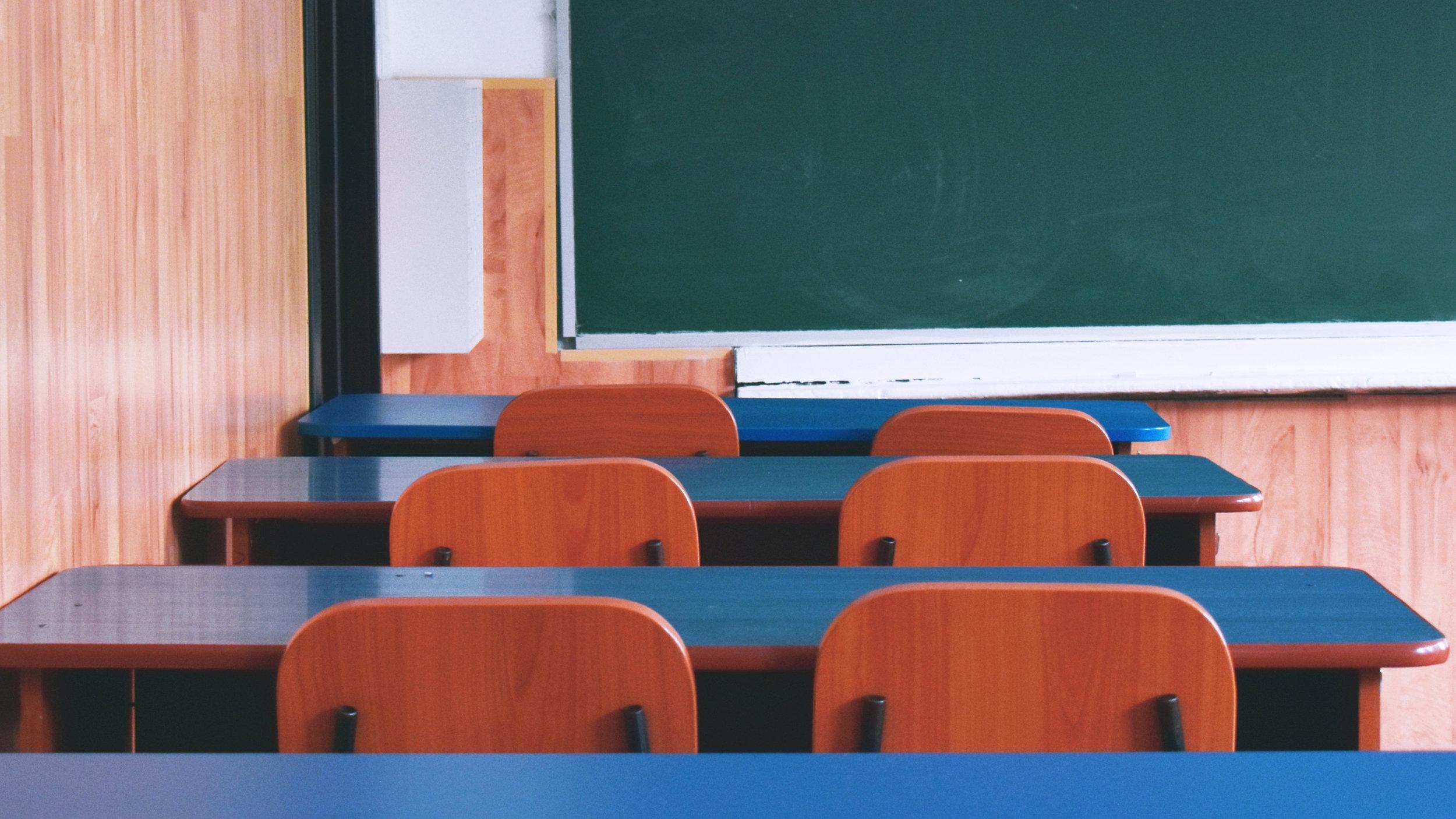 chairs-classroom-desks-2675050.jpg