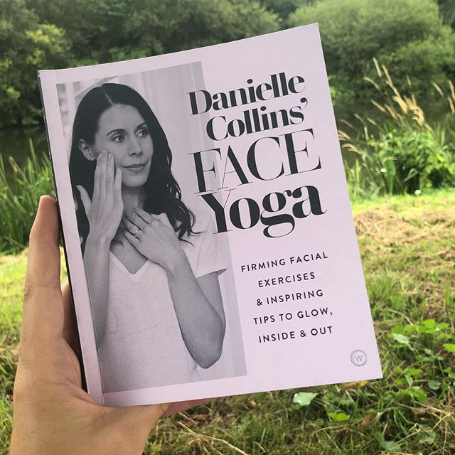 Sat by the river reading this beautiful & interesting book!! Amazing technique that perfectly compliment cosmetic acupuncture 🥰  #naturaltreatment #faceyoga #cosmeticacupuncture #lookgoodfeelgood