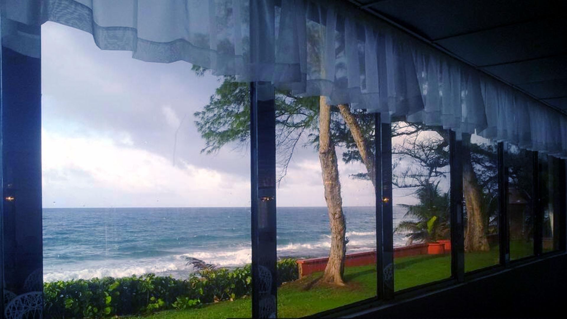 Vista al mar y acceso a la playa - Vea el paisaje de cualquier angulo del interior. Cañones y garitas que decoran el exterior son perfectos para capturar lindos recuerdos.