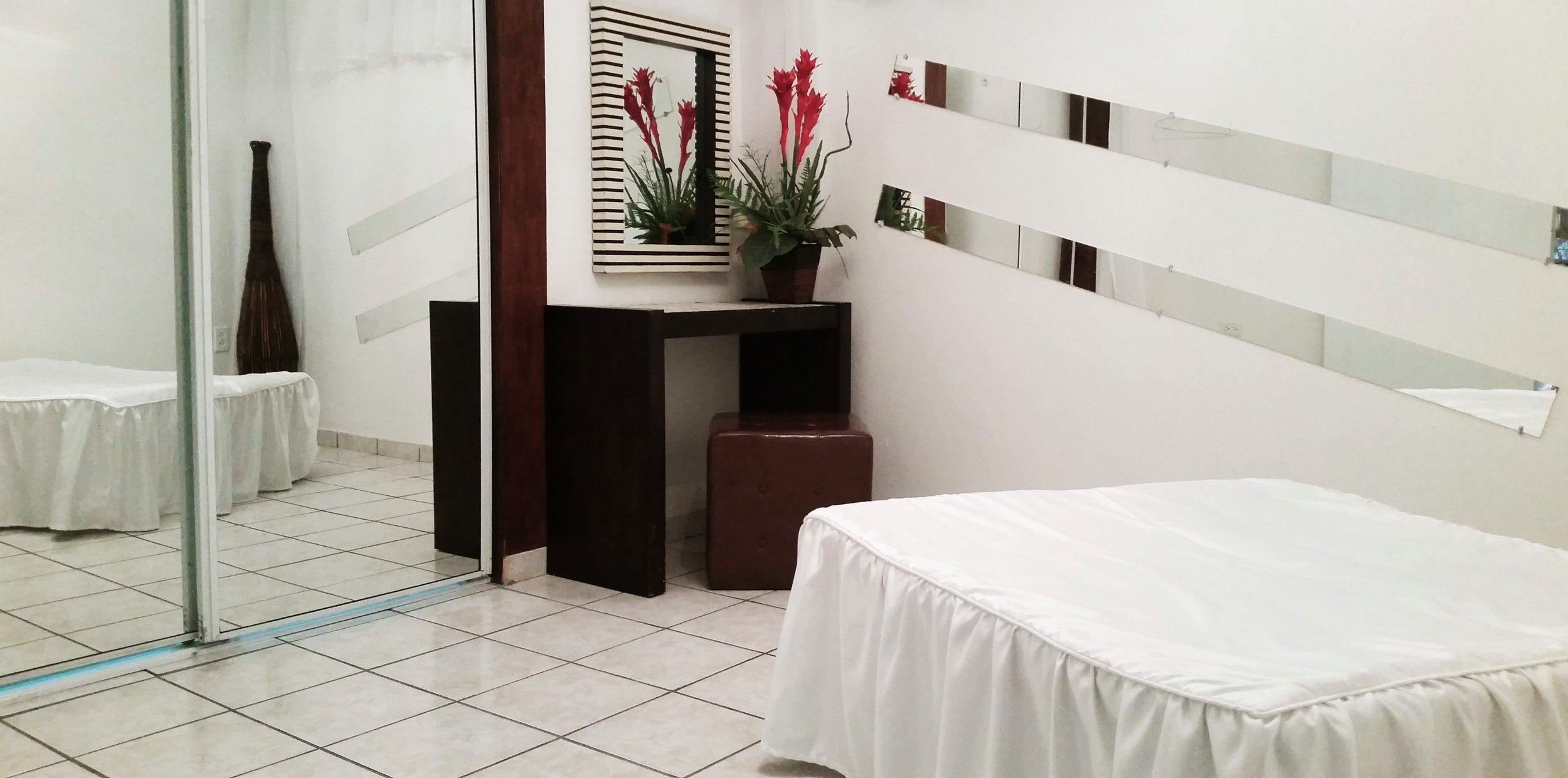 Camerino privado con baño y ducha - Facilidades para homenajeados u organizadores del evento.