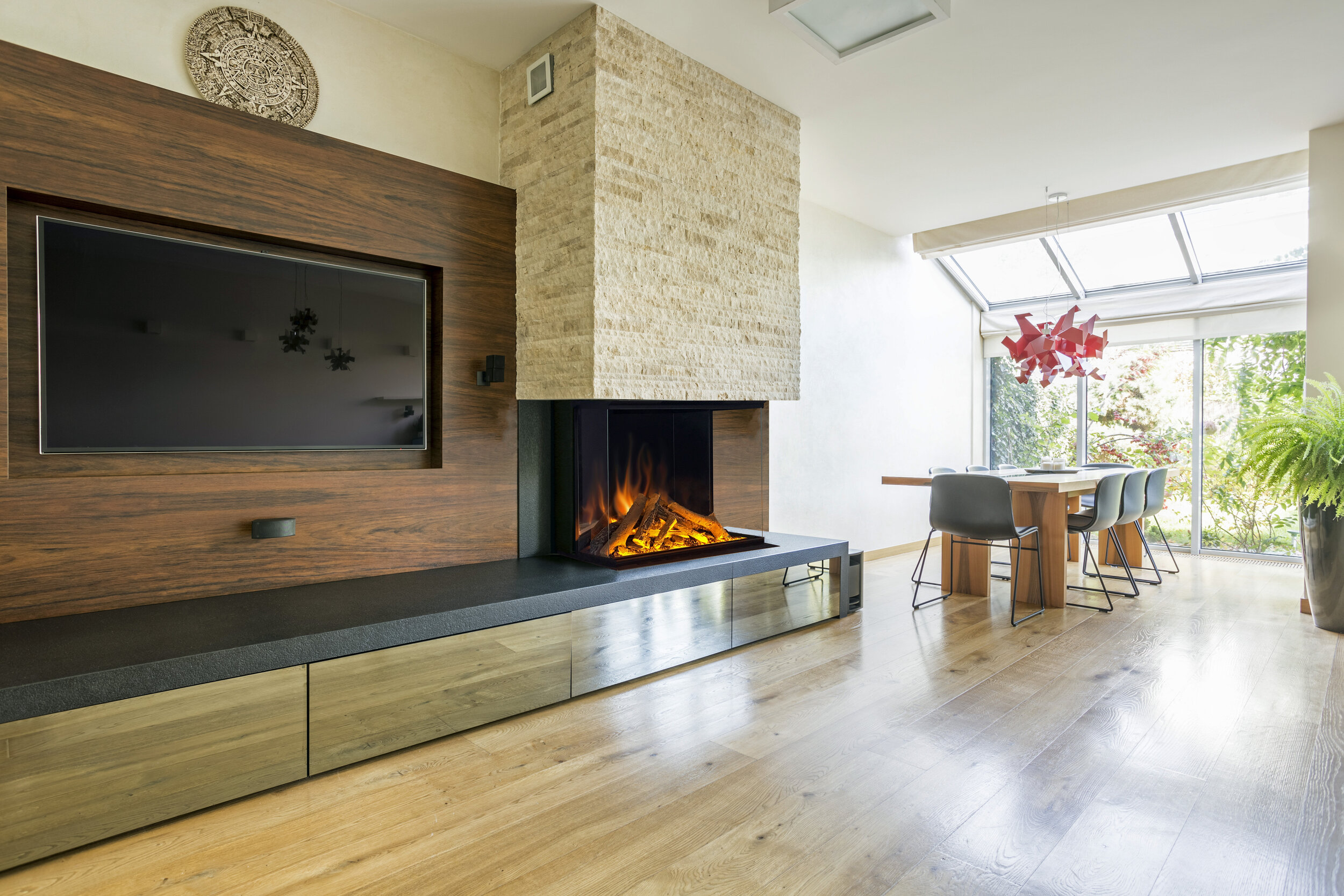 European_Electric_Fireplace.jpg