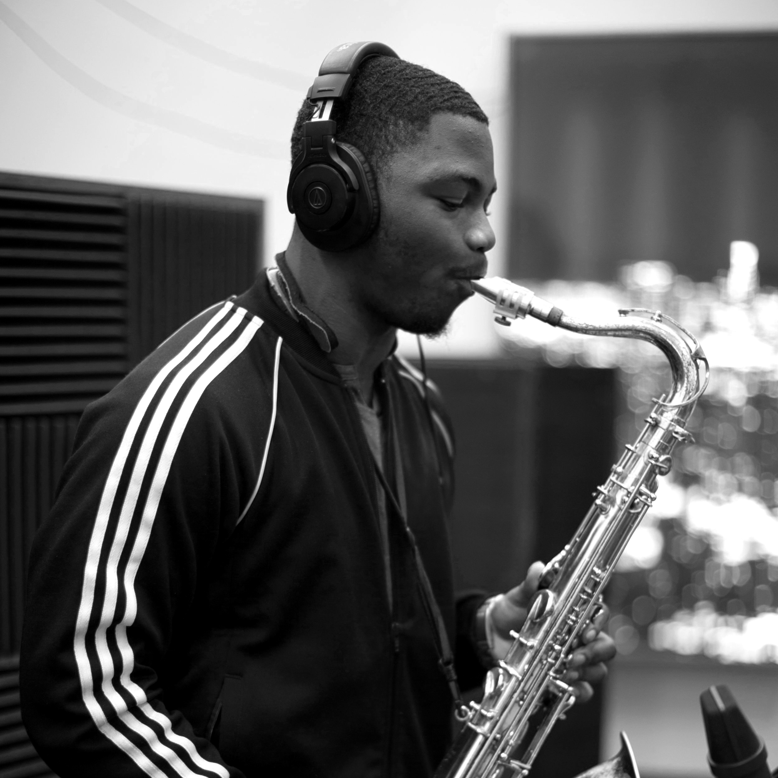 Ronnie Heard - SAXOPHONISTABOUT RONNIE