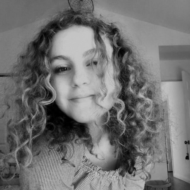 Kinneret Klein - Singer + songwriterABout Kinneret