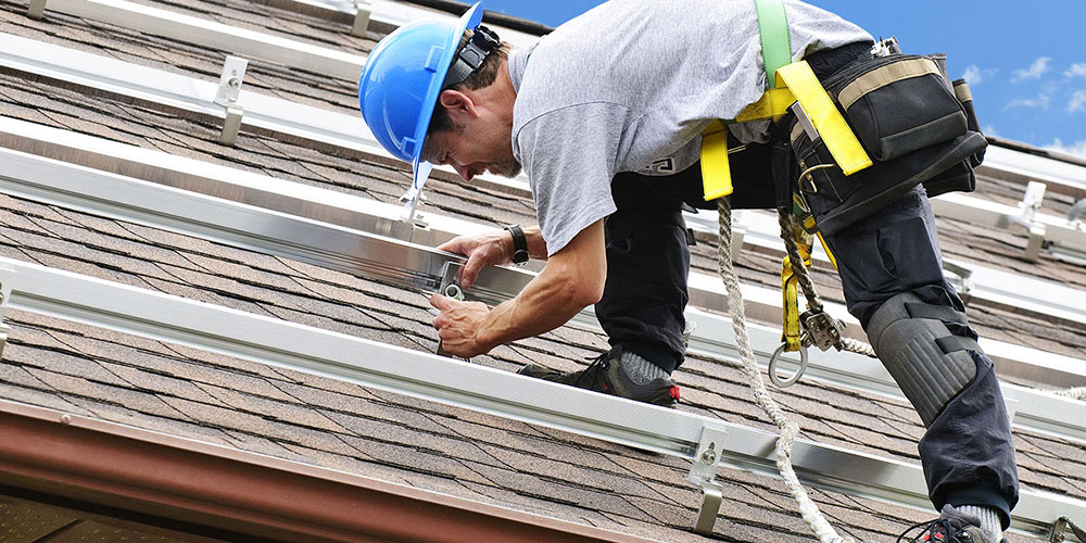 ROOFER-IN-GEAR.jpg