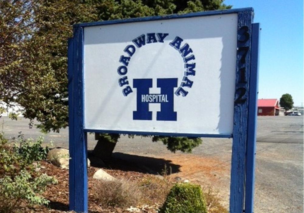 Broadway Animal Hospital - 3712 E. Broadway Ave Ext.Moses Lake, WA 98837(509) 765-3481broadwayanimalvet.vetstreet.com