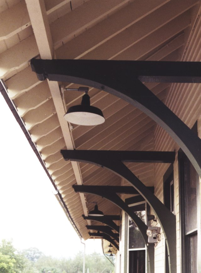 Detail of the roof overhang support braces.