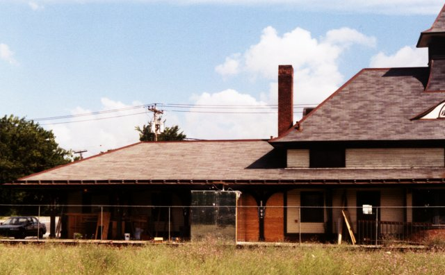 The track side of the west end of the station, summer of 1998. Notice the construction materials lying about. The station was being renovated for use as a restaurant in the freight house (west) end, and a bar in the waiting room (east) end.