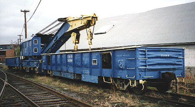 D&H 30088  Oneonta wreck train (crane and 2 gondolas). Photo was taken at Steamtown in 1995.  Photograph by Jason Dickie, used by permission.