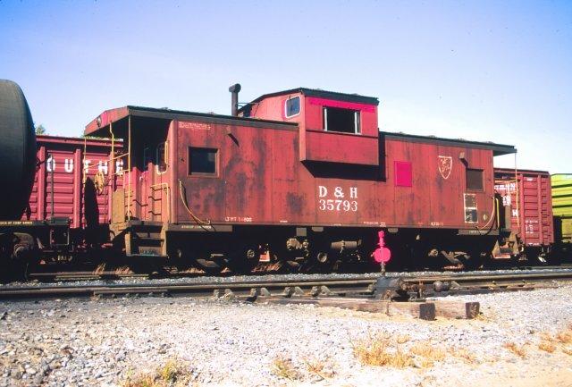 D&H 35793  October 1990 in Saratoga Yard, Saratoga, NY.  Photo by Chris Shepherd.