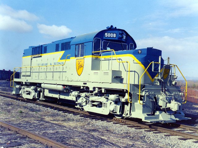 D&H 5008  Part of the second order of six RS-11's from ALCO, #5008 was delivered in 1961 with factory-built low noses.  Bob's Photos collection
