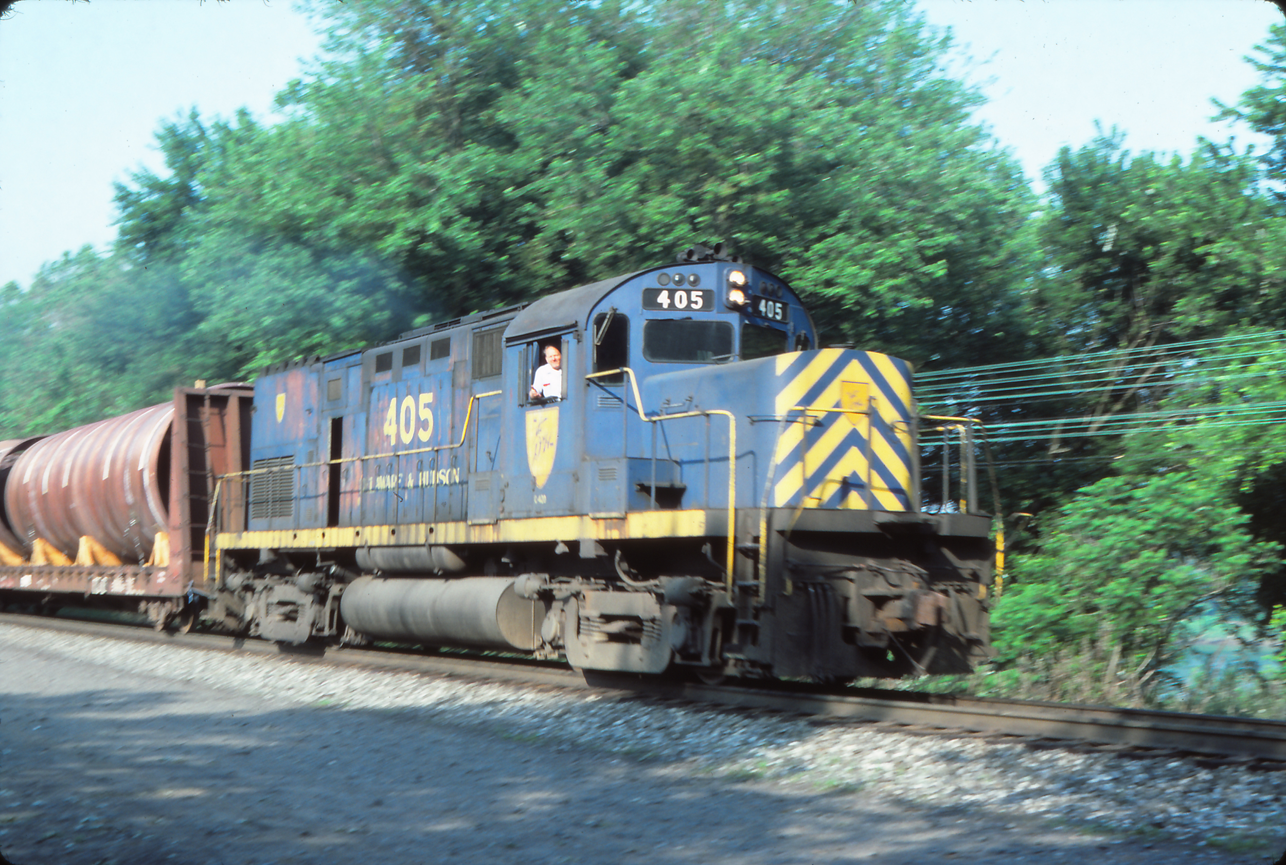 D&H C-420 #405 is on the head end of ENTY in Sunbury, PA on June 9, 1984.  Reuben S. Brouse photo, The Garbely Publishing Company collection