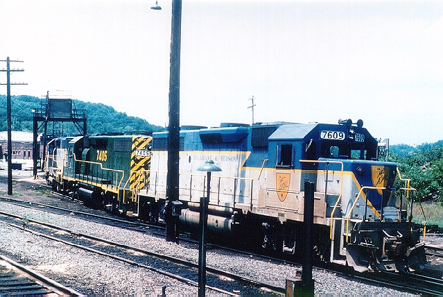 D&H 7609  Unit #7609 is a good example of a factory painted GP39-2, complete with curved nose stripes. Compare this with the ex-Reading 7405 (note the white 7 in the side number of 7405) above. Photo taken at Mechanicville on the B&M in July 1978.  Bill Mischler photo
