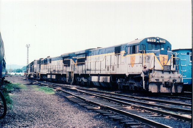 D&H 759  U33C 759 and sister 762 are shown pausing at Mechanicville between assignments in May 1985.  Bill Mischler photo