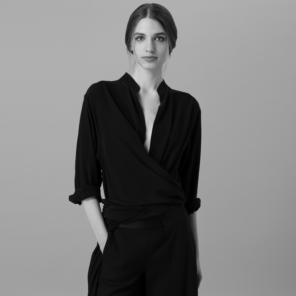 HIGH FASHION MEETS HIGH TEA - Amanda Wakeley, London – Instead of a signature fragrance, fashion designer Amanda Wakeley blazed a new trail with her own signature tea. This is the first ever collaboration between a high fashion label and a tea company.