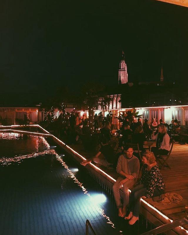 Danke @barfussbar_zuerich! Es war einfach nur ein wunderschöner Abend bei euch in der Frauenbadi. Diese Atmosphäre an der Limmat - einfach nur atemberaubend.  Wir haben es sehr genossen, bei euch zu spielen ♥️