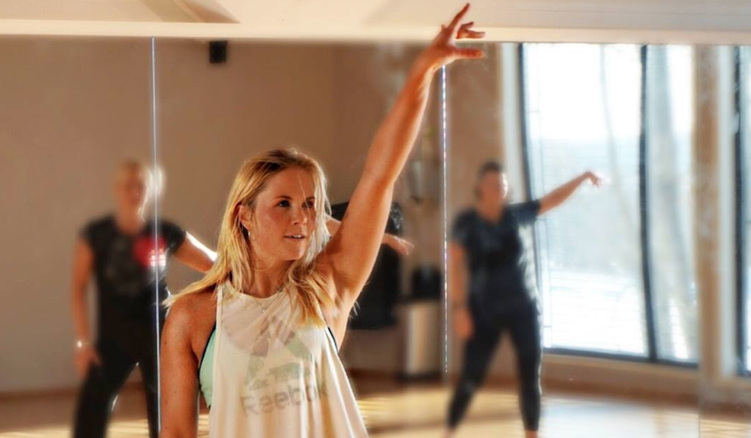 Dans deg lykkelig og i god form!