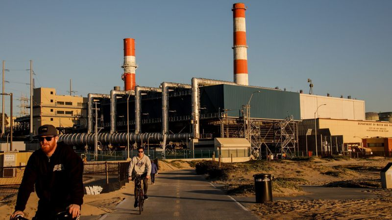 The Los Angeles Department of Water and Power's Scattergood Generating Station in El Segundo. (Marcus Yam / Los Angeles Times)