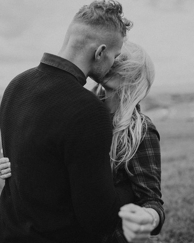 Kto kocha góry tak samo jak my? 🥰🏞️ Uwielbiamy górskie widoki, szczególnie w pochmurną pogodę, i ten wiatr we włosach ❤️ #bfwstories • • •  #bestfriendsweddings #firstandlasts #intothewildwedding #fotografweselny #fotografwarszawa #weddingphotographer #weddingphotographerpoland #laboda #hochzeit #naturalnafotografiaslubna #slubneinspiracje #pannamloda #slubnaglowie #slub2020 #wesele2019 #filmweselny #filmslubny #filmowiecslubny #filmslubnywarszawa #cinematicweddingfilm #niezleaparaty