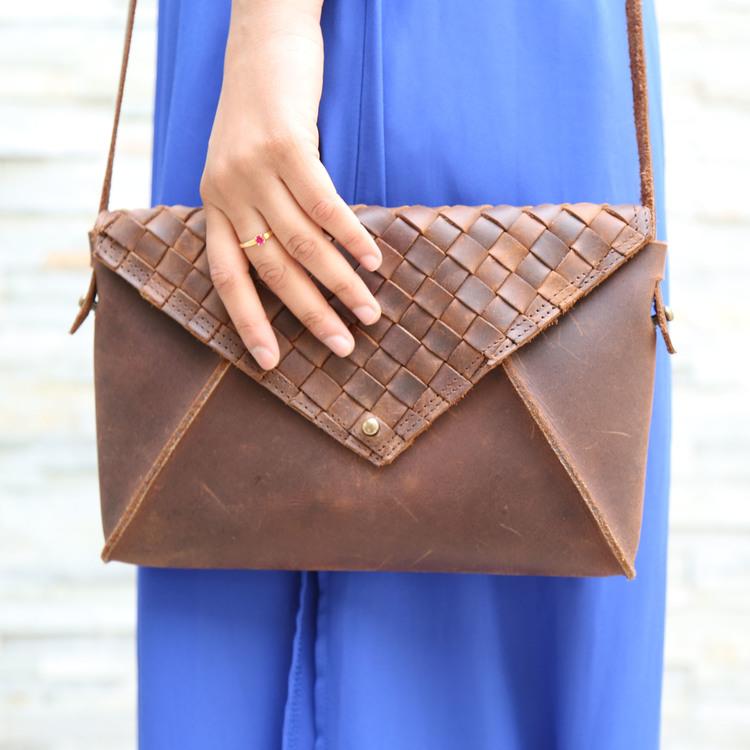 shoulder_bag_hung3.jpg
