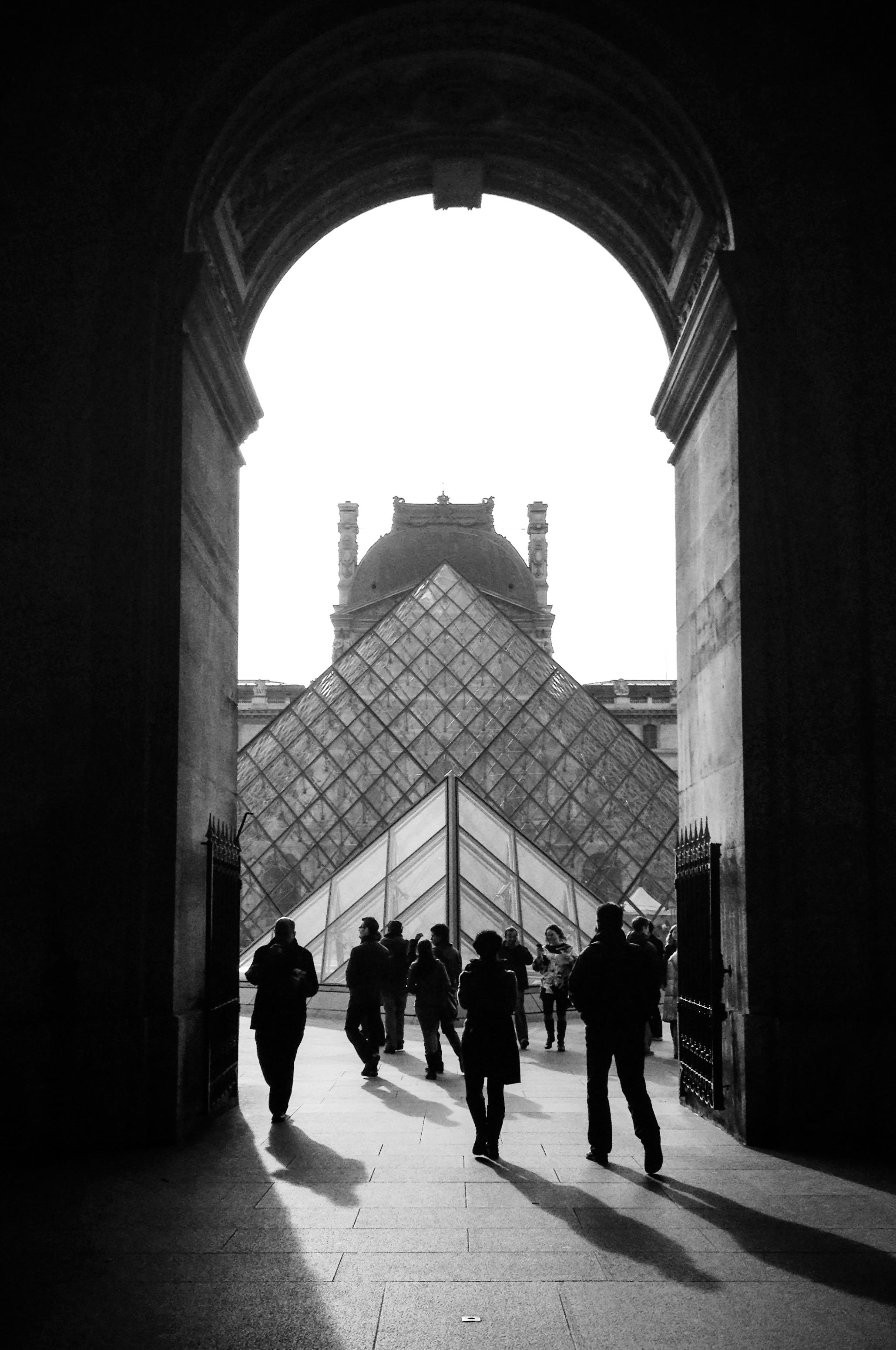 Walking toward Pyramide du Louvre