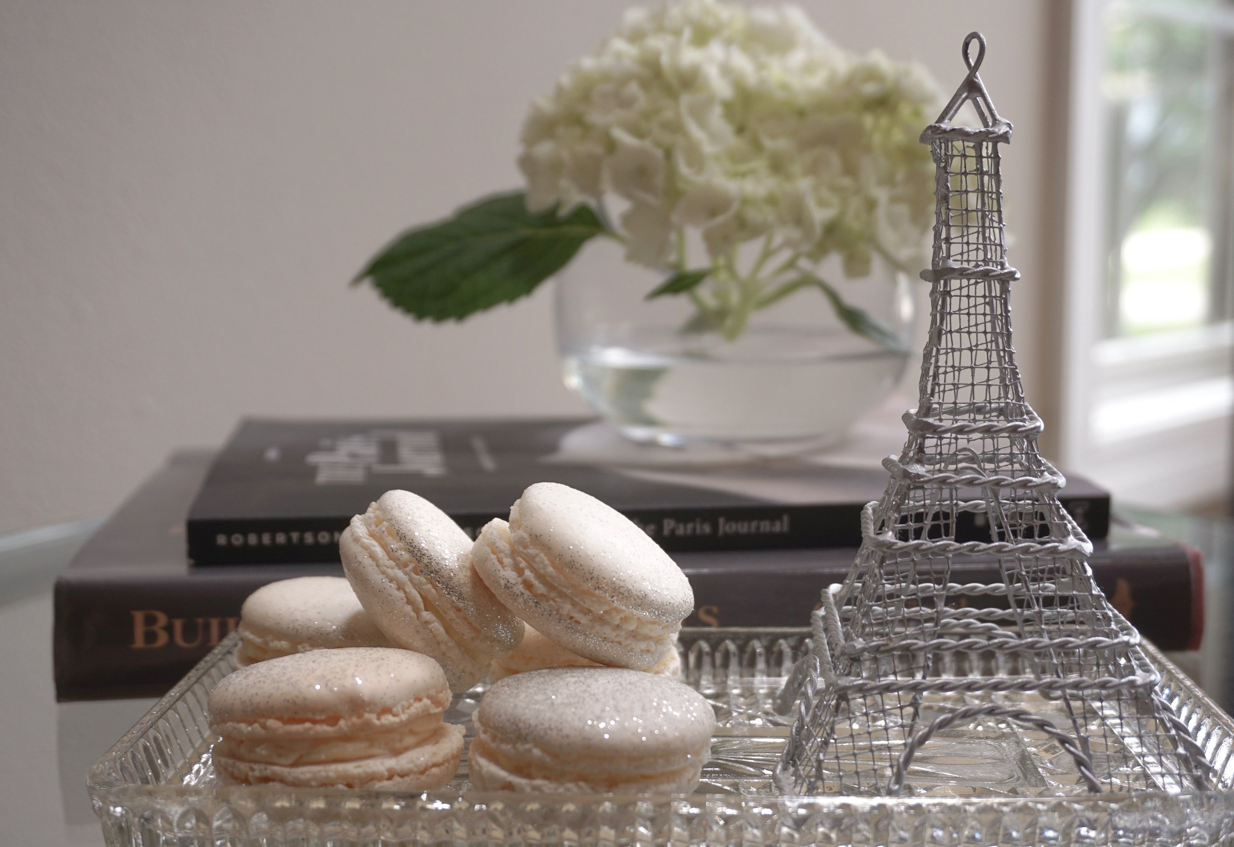 It can't be a coincidence that today is the first day of spring, National Happiness Day (Why is there just one day?), and La Journée internationale du macaron!