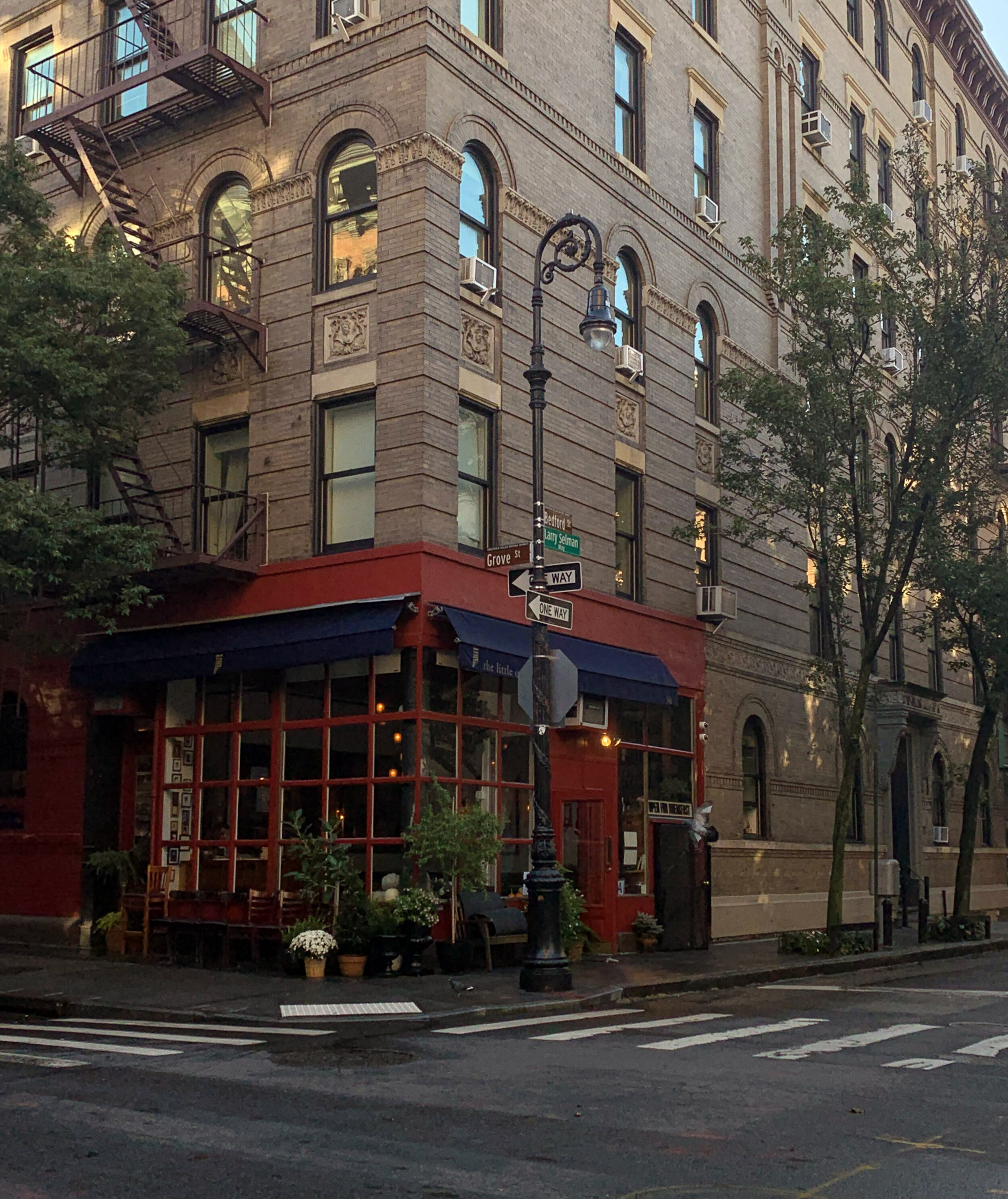 The  Friends  apartment building at 90 Bedford Street