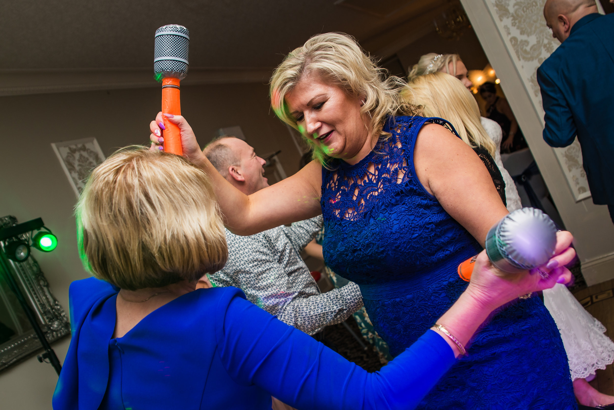 wedding photography guests reception dancing