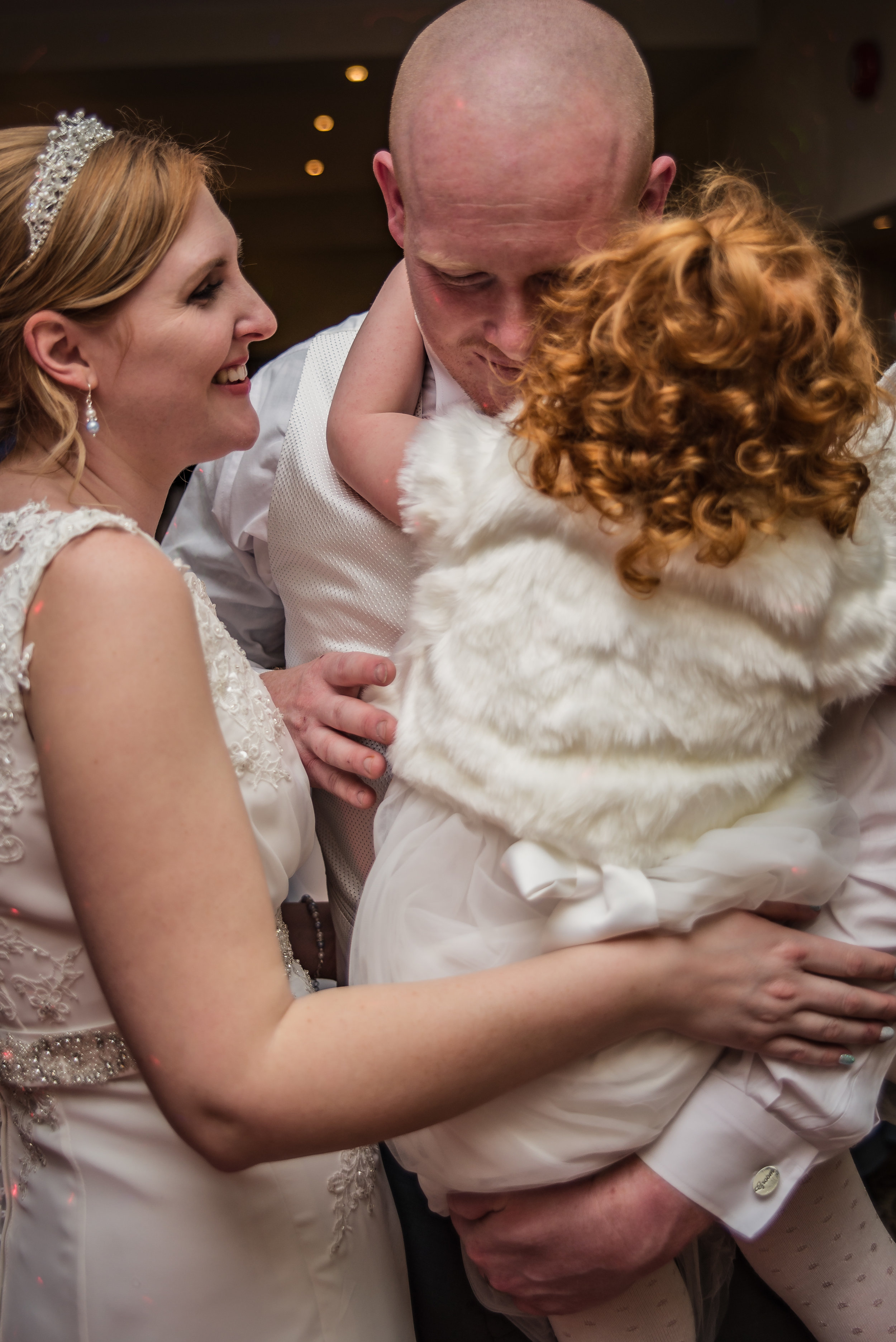 wedding photography family candid photo