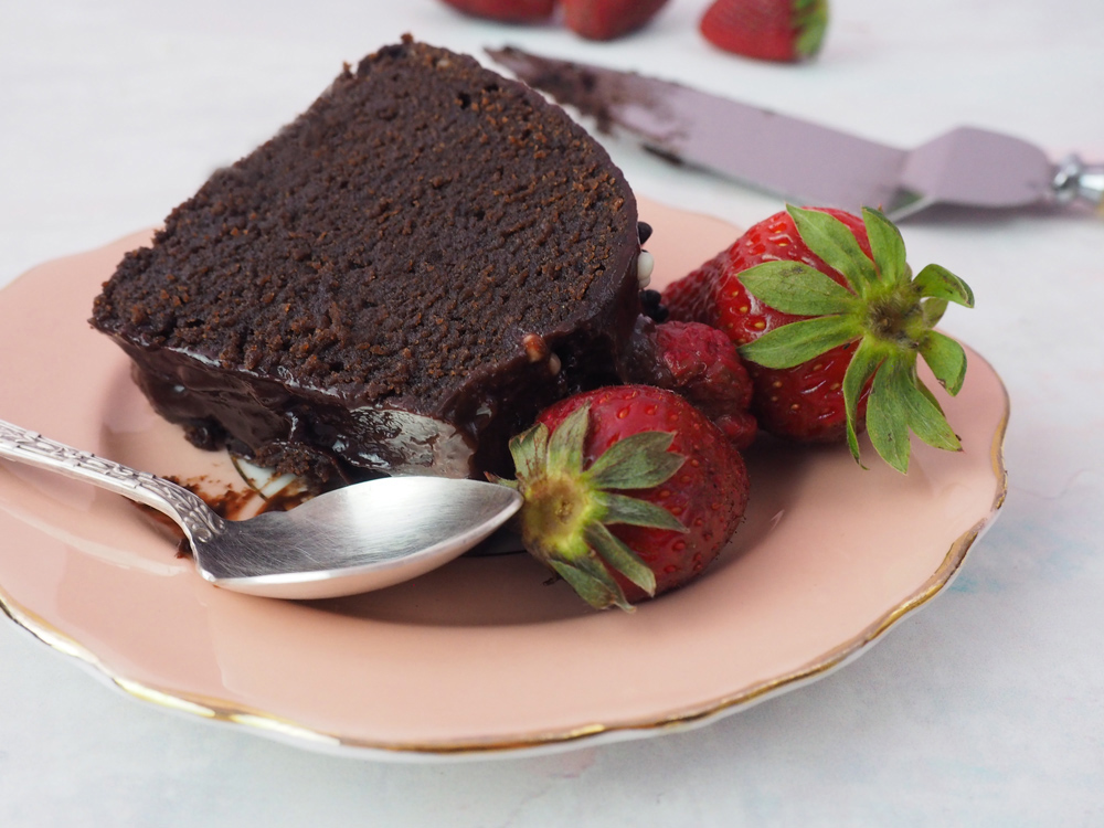 chocolate-fudge-strawberry-cake-4.jpg