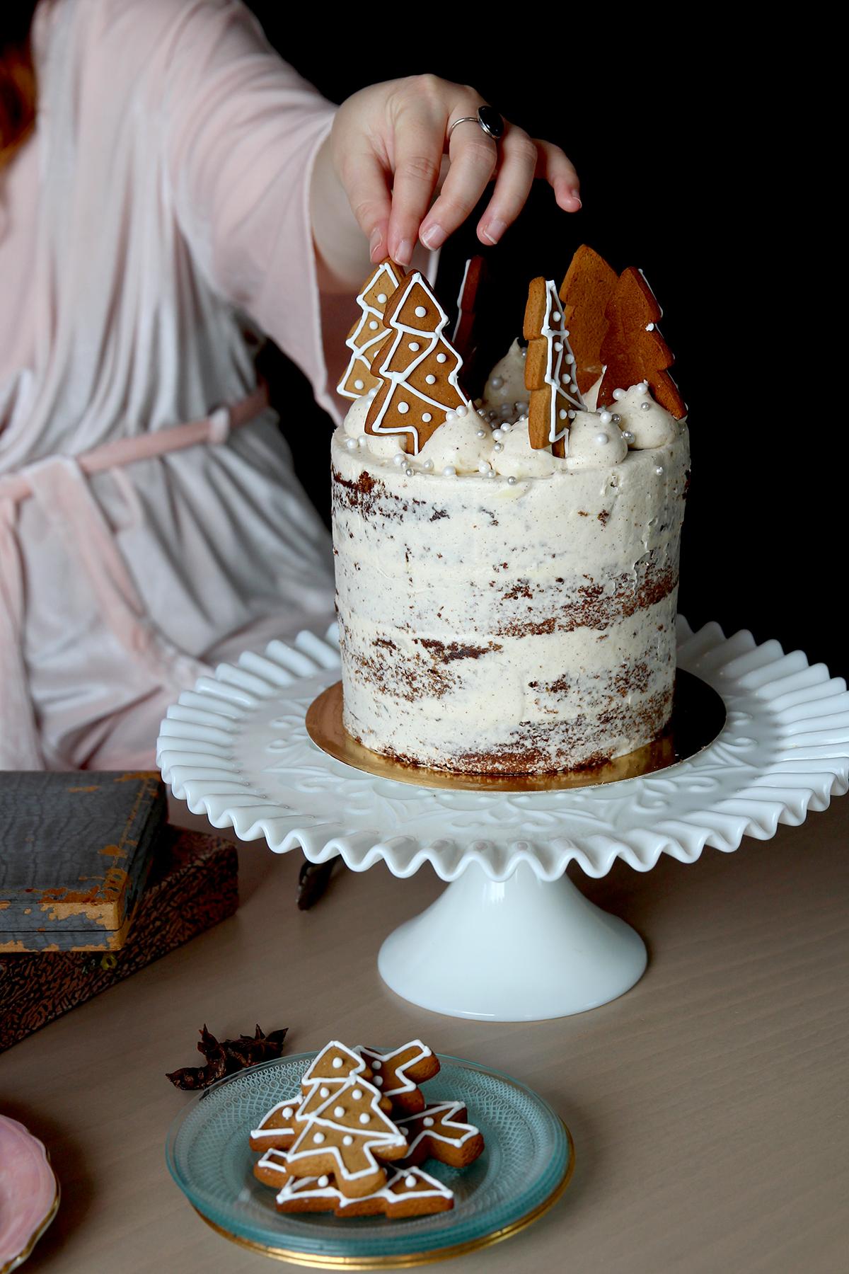Gingerbread & cookies cake