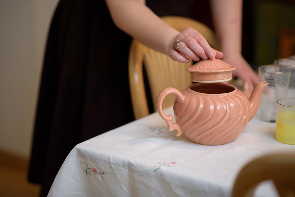 Το party - Η Madame Gâteaux έρχεται στον δικό σας χώρο και διοργανώνει ένα ξεχωριστό afternoon tea party για εσάς και τους καλεσμένους σας. Μπορούμε να σερβίρουμε από 4 ως 20 άτομα.