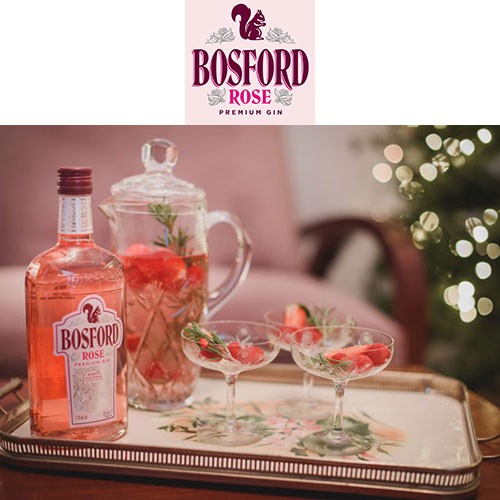 Bosford Gin - Ένα rose gin με φρέσκα σμέουρα και φράουλες στην απόσταξη και υπέρκομψη φιάλη ταίριαξε άψογα με την feminine & vintage αισθητική της Madame Gâteaux και αυτό το πανέμορφο G&T συνόδευσε τη χριστουγεννιάτικη φωτογράφιση στο Tearoom μας.